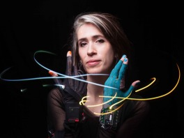Imogen Heap with Mi.Mu gloves